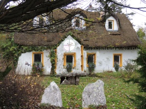 thatched roof cottage runer's home